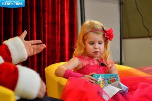 Артисты детского развлекательного телепроекта «Зуб Мудрости» общались с Дедом Морозом